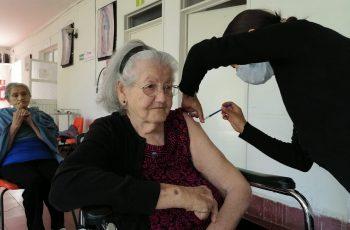 adultos mayores cierre vacunación