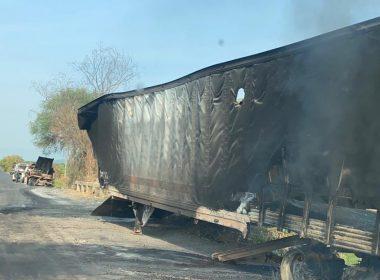 Retiran tráiler incinerado en carretera Aguililla-Apatzingán