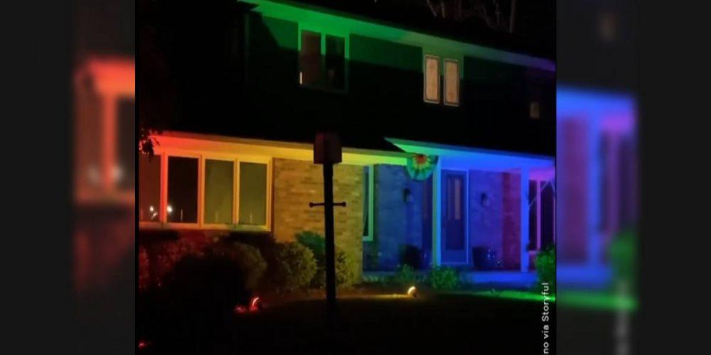 Pareja gay ilumina su casa de arcoíris por acto discriminatorio