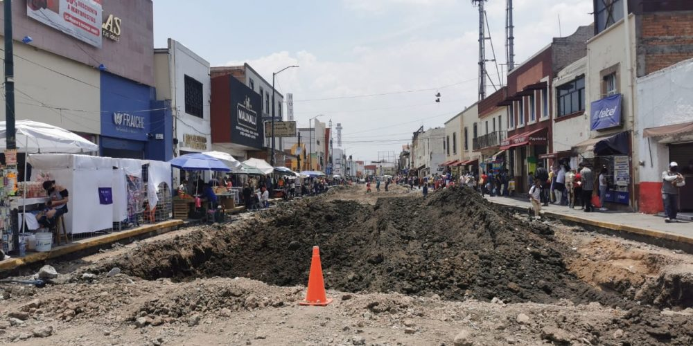 obra en avenida Lázaro Cárdenas