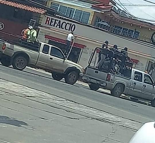 camionetas civiles armados Pátzcuaro