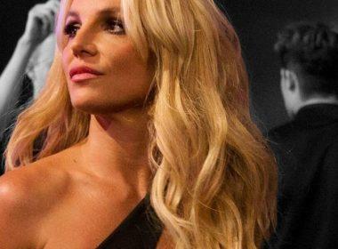 Britney Spears comparte topless en medio de la polémica