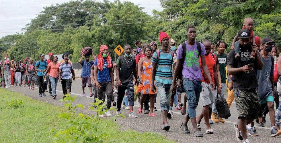 Agentes migratorios disuelven cuarta caravana migrante
