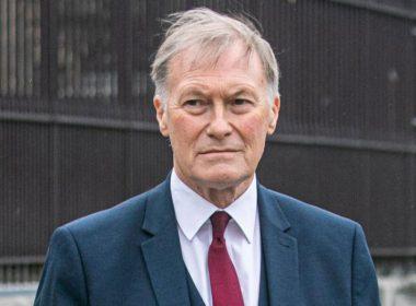 Fallece el político David Amess tras ser apuñalado