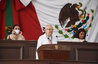 Intelectual condecorado en Michoacán pide evitar despotismo y anarquía