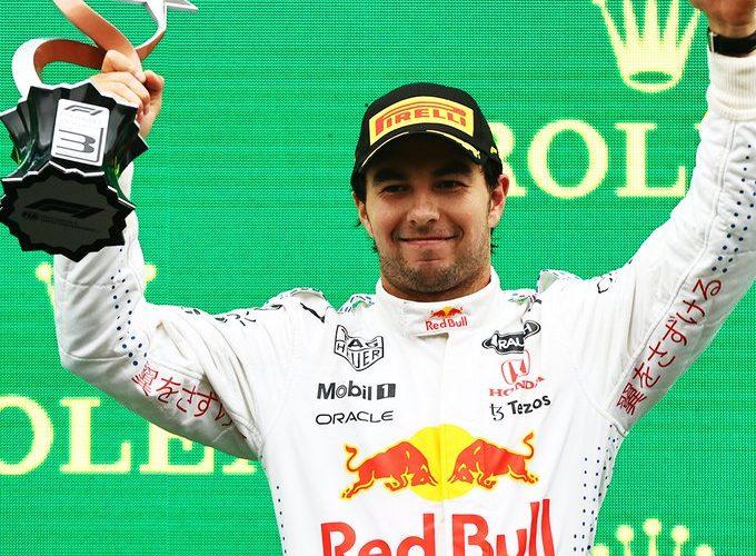 Sube Checo Pérez al podio en GP de Turquía