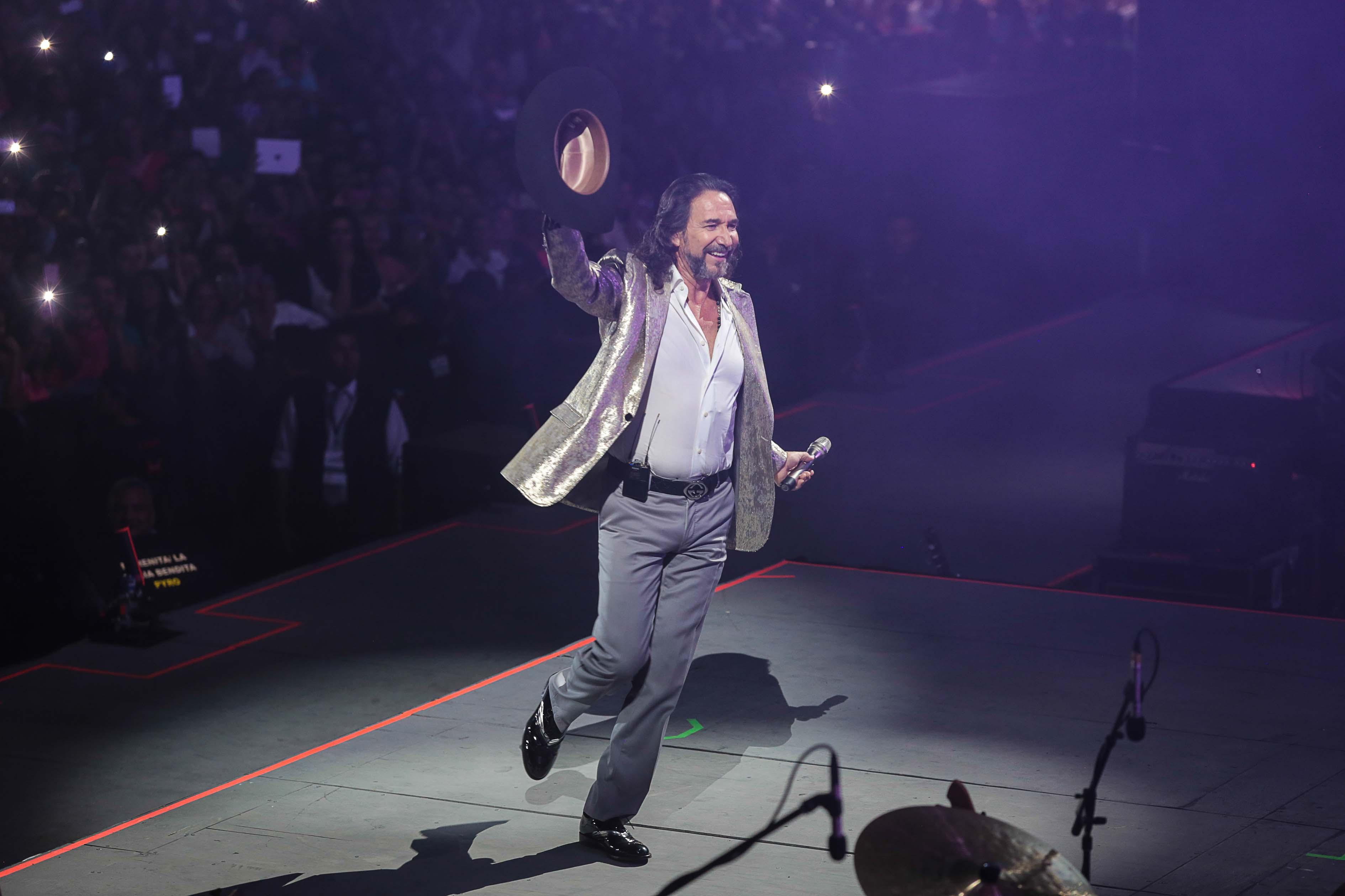 """""""El Buki"""" cantará en vivo a 100 mamás para festejarlas"""